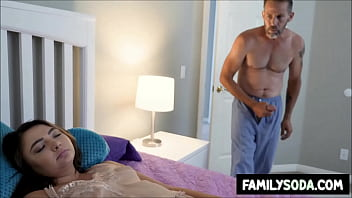 Молодчик изменяет девчонке с ее матушкой