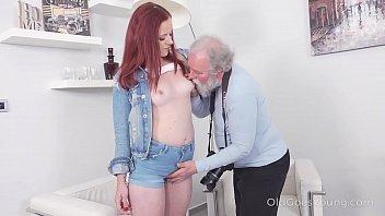 Парень устраивает юный девушке foxy di классный секс без обязтельств