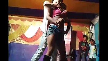 Возбудив подружку буйным куни красотки занялись жарким лесбийским сексом